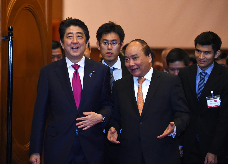 """Thủ tướng Nhật Bản Shinzo Abe và Thủ tướng Nguyễn Xuân Phúc đồng chủ trì tọa đàm """"Doanh nghiệp Việt Nam-Nhật Bản"""""""